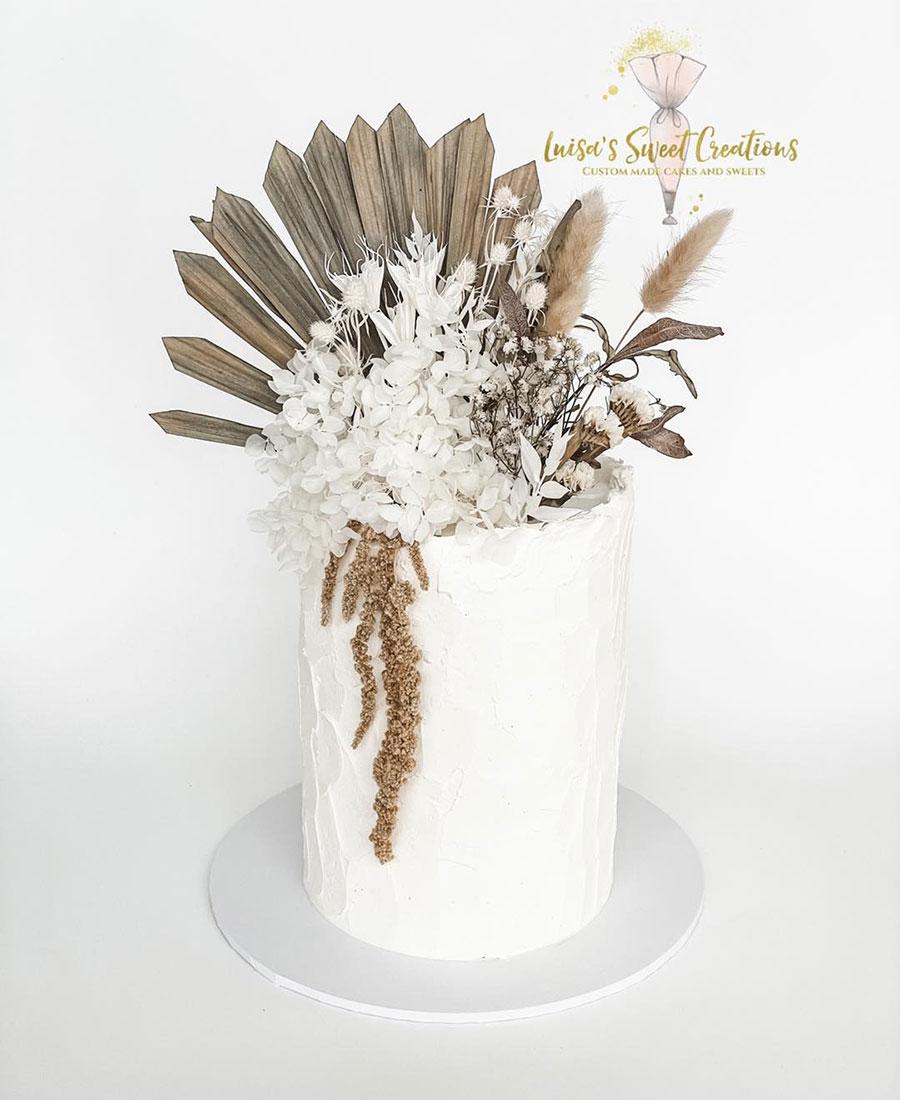 Custom made wedding cakes by Luisa Nodari