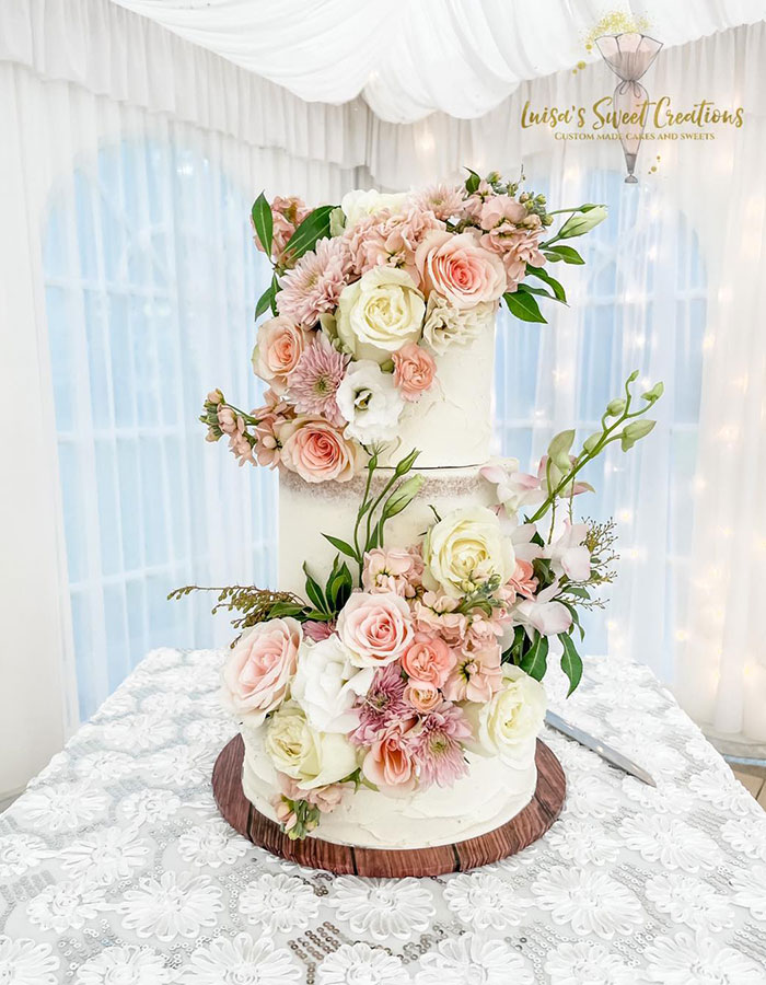New England Flower Co flowers on wedding cake by Luisa Nodari