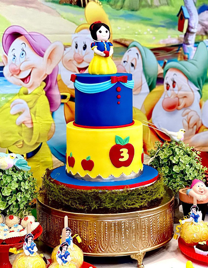 Party Designer Brisbane with Snow White cake by Luisa's Sweet Creations